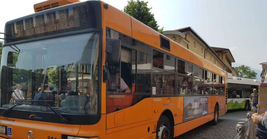 Trento, ingorgo in piazza Fiera per un bus in panne ...