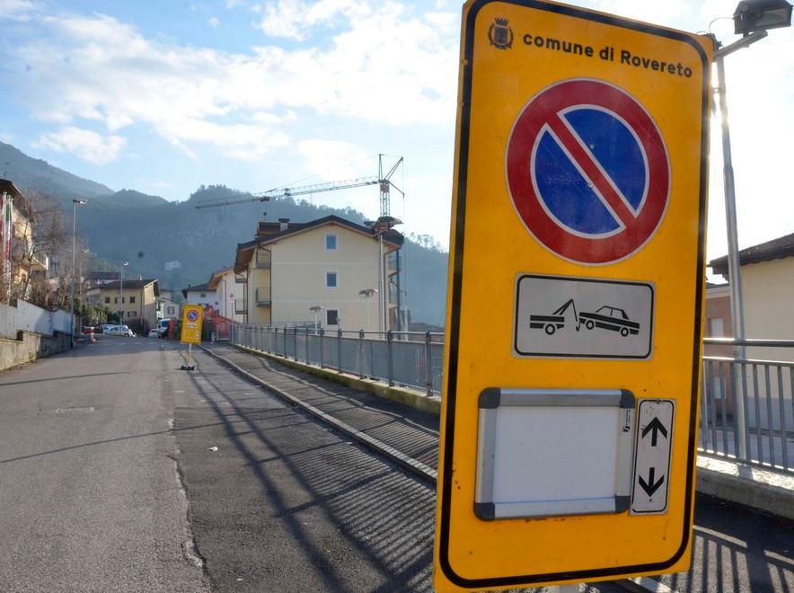 Dipingere Strisce Parcheggio : Disegnate le strisce blu a colline la sosta si paga cronaca
