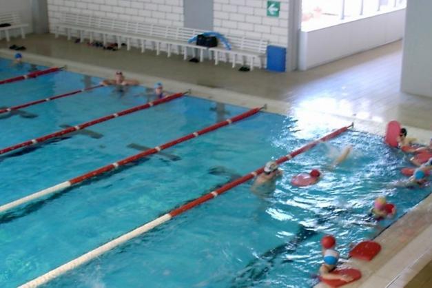 La piscina di pergine va alla rari nantes trento trentino - Piscina comunale levico terme ...