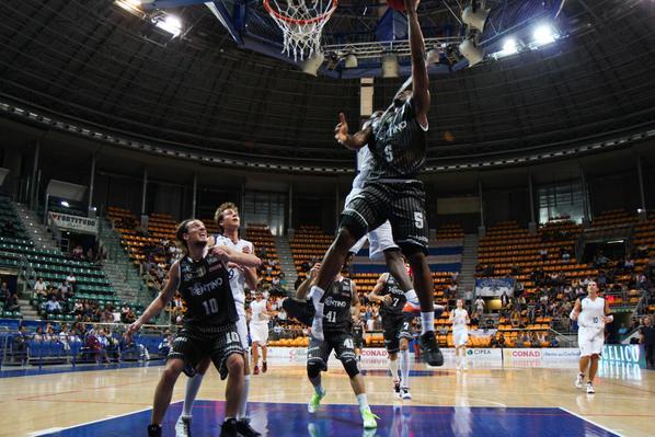 Calendario Legadue Basket.Fuori Napoli L Aquila E Gia Salva Sport Trentino