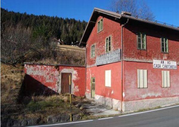 Case cantoniere in vendita c 39 anche una villa sul garda for 3000 piani di casa quadrati