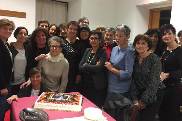 """Dopo più di 40 anni di """"onorata carriera infermieristica """" Loretta è stata  festeggiata ed ha salutato colleghe e colleghi della chirurgia di Rovereto. c31ffb93f1ff"""