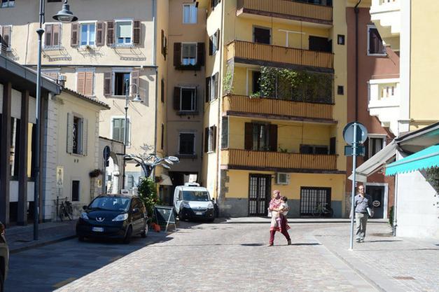 Salotto Verde Rovereto : Via roggia grande per una sera è salotto trento trentino