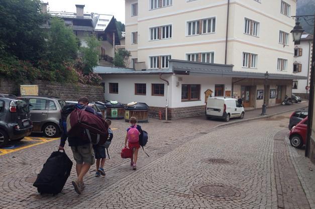 Soraga, 63 ragazzi evacuati da un albergo ospitati in Centro ...