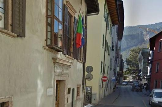 Lo truffano e si trova nei guai col permesso - Trento - Trentino