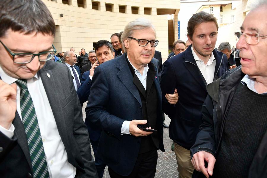 Vittorio Sgarbi: Notre-Dame una cartolina, non abbiamo perso nulla