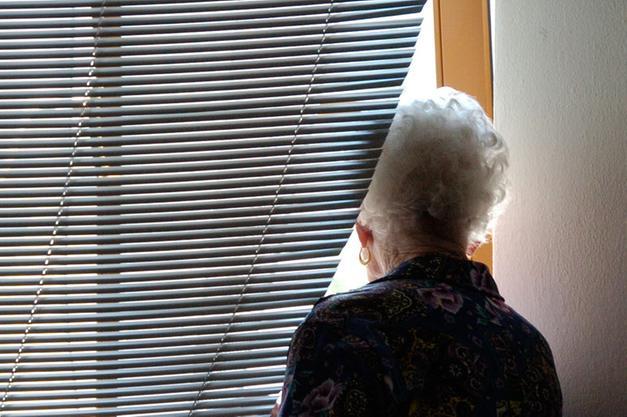 Anziani prigionieri in casa, sono a rischio depressione» - Trento ...