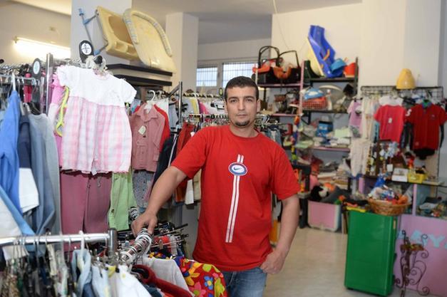 cef2328bb1f2 TRENTO. Baby Mania Bazar è il mercatino dell usato aperto in via Scopoli a  Trento da Fatih Abdelhadi la cui particolarità è tutto quanto fa baby  dai  ...