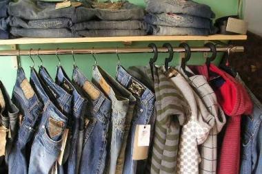 614a1d8c3795 E per risparmiare si comprano abiti usati - Trento - Trentino